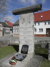 <h5>Die Berliner Mauer in Silberhausen</h5><p>Details, Copyright:  &lt;a href=&quot;http://the-wall-net.org/?p=1667&quot;&gt;Silberhausen, Thüringen&lt;/a&gt; / Mehr &lt;a href=&quot;http://the-wall-net.org/category/the-berlin-wall/d/&quot; &gt;Standorte in Deutschland&lt;/a&gt;</p>