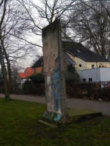<h5>Thanks Ian Dennis</h5><p>© by &lt;a href=&quot;https://www.flickr.com/photos/101285985@N08/11635142555&quot; target=&quot;_blank&quot;&gt;Ian Dennis&lt;/a&gt;: Berlin wall section Auf der Freiheit Herford Germany taken 26th December 2013 </p>