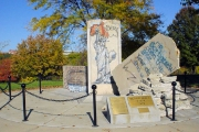 <h5>Die Berliner Mauer in Fort Leavenworth, Kansas</h5><p>Details u. Copyright:  &lt;a href=&quot;http://the-wall-net.org/?p=528&quot; &gt;Fort Leavenworth, KS&lt;/a&gt; / Mehr &lt;a href=&quot;http://the-wall-net.org/category/the-berlin-wall/us/&quot; &gt;Standorte USA&lt;/a&gt;</p>